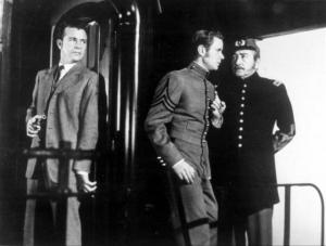 Dick Powell y Adolph Menjou en The Tall Target (1951)