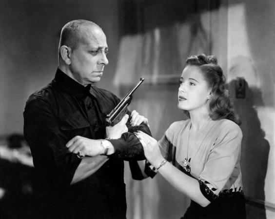Erich von Stroheim y Mary Beth Hughes en El gran Flamarión (1945)