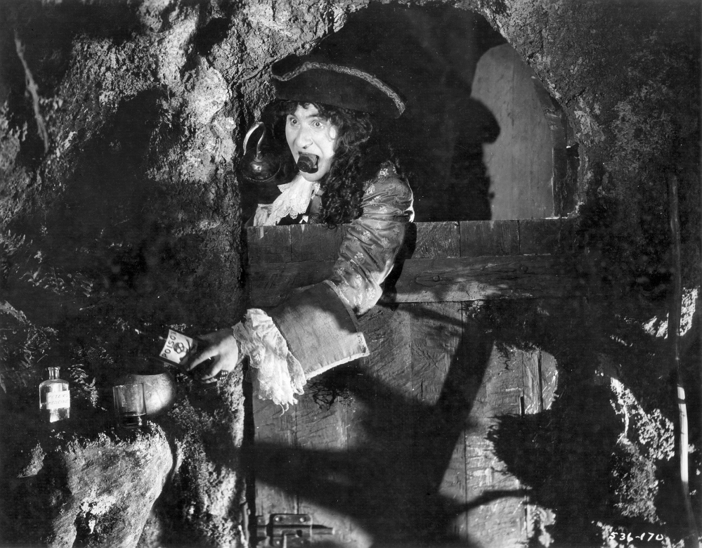 Ernest_Torrence_as_Captain_Hook_in_the_film_Peter_Pan_(1924)